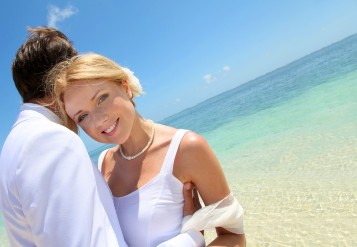 Wedding couple by Mauritius Sea