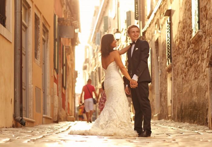 Wedding couple on Italian street
